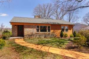 6 Waverly Court - Mid-Century with Curb Appeal